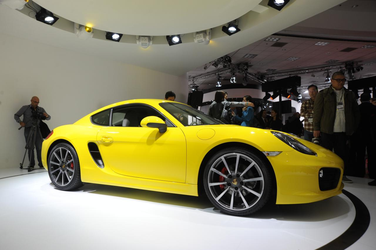 2013-porsche-cayman-yellow-2012-los-angeles-auto-show-by-www-yovenice-com_01