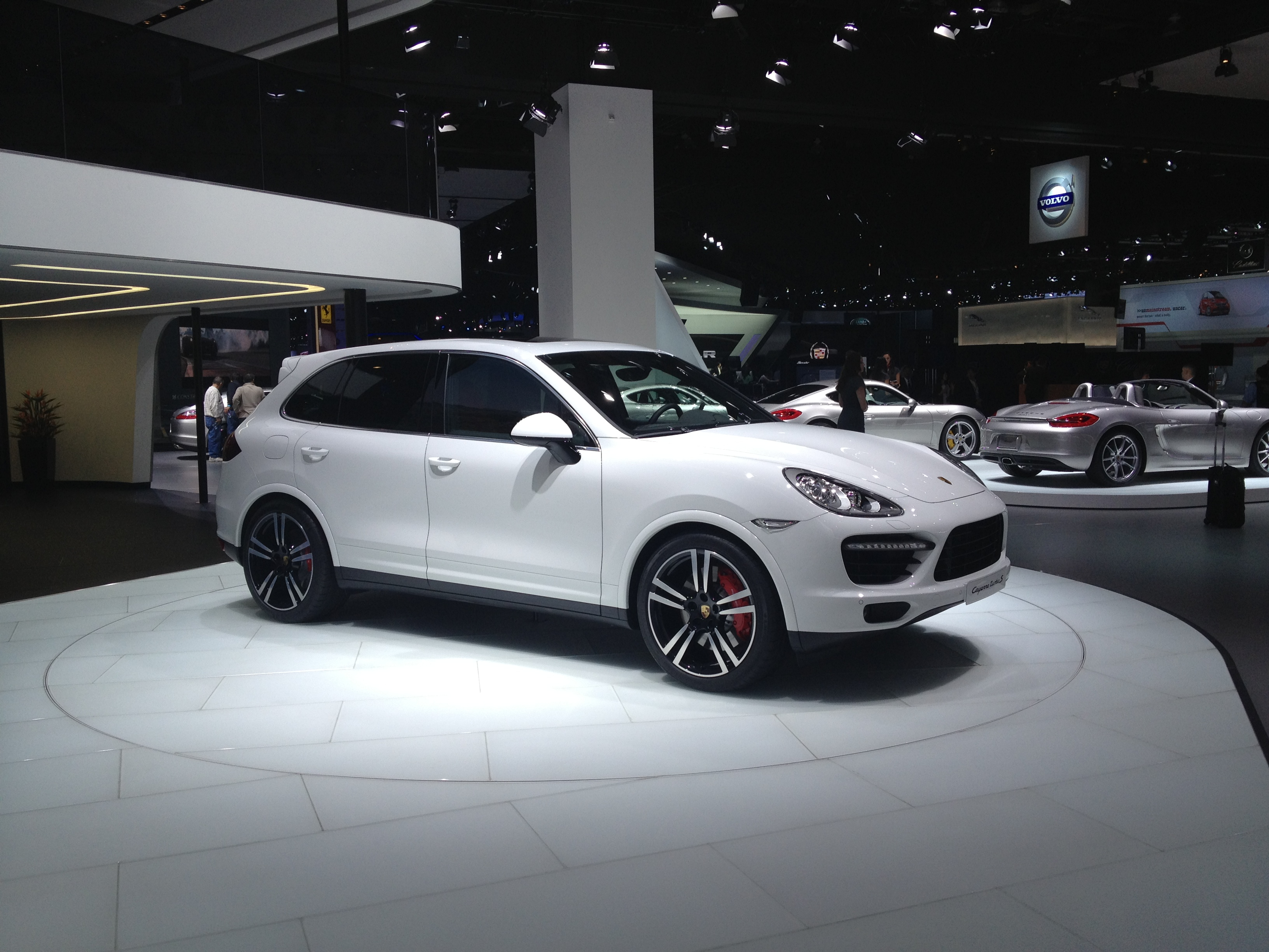 2013-porsche-cayenne-turbo-s-at-naias-2013-by-sarahlarson_01