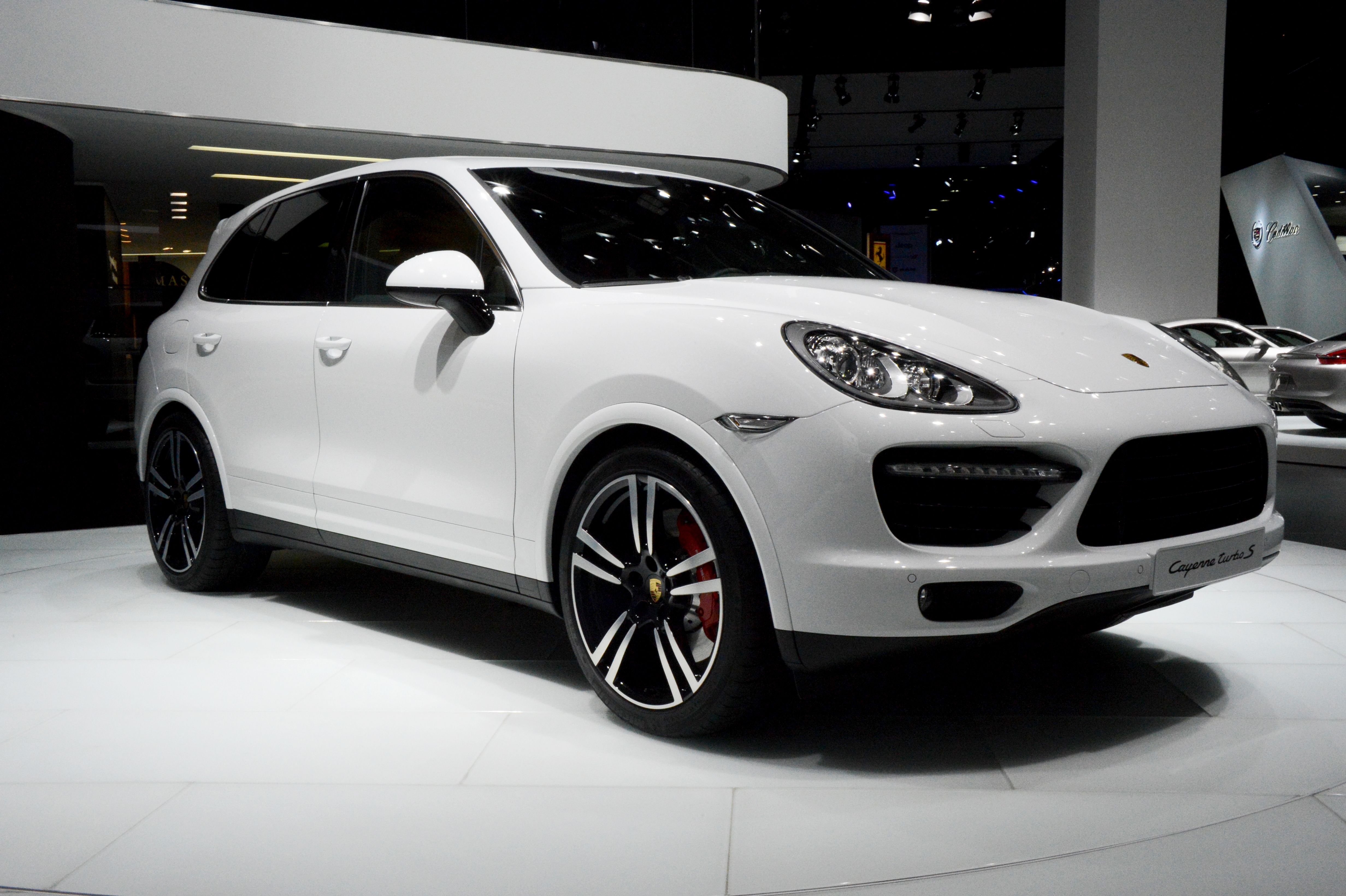 2013-porsche-cayenne-turbo-s-front-at-naias-2013-by-michelin-media