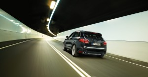 Jet Black Metallic Porsche Cayenne Turbo 2011 3000x1560 wallpaper Rear angle view