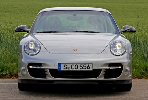 Limited edition: Porsche 911 Turbo S Edition 918 Spyder Front view